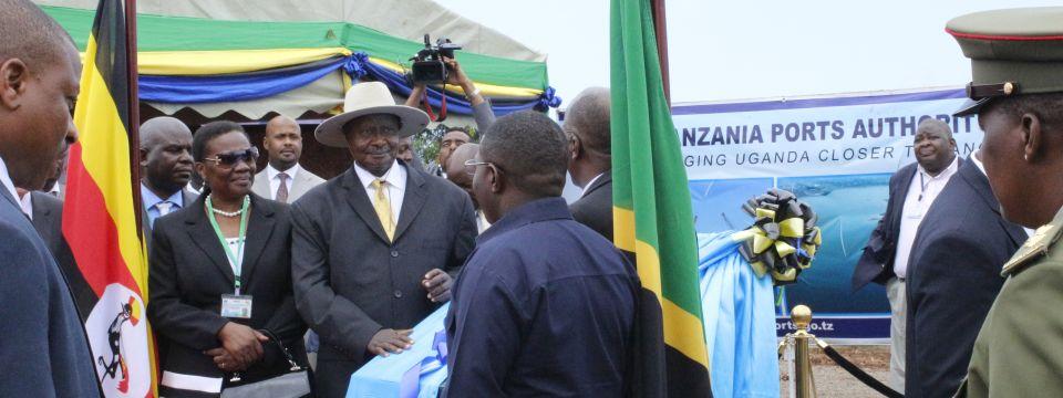 Magufuli_Museveni_EACOP_Tanga_FoundationStone.jpg