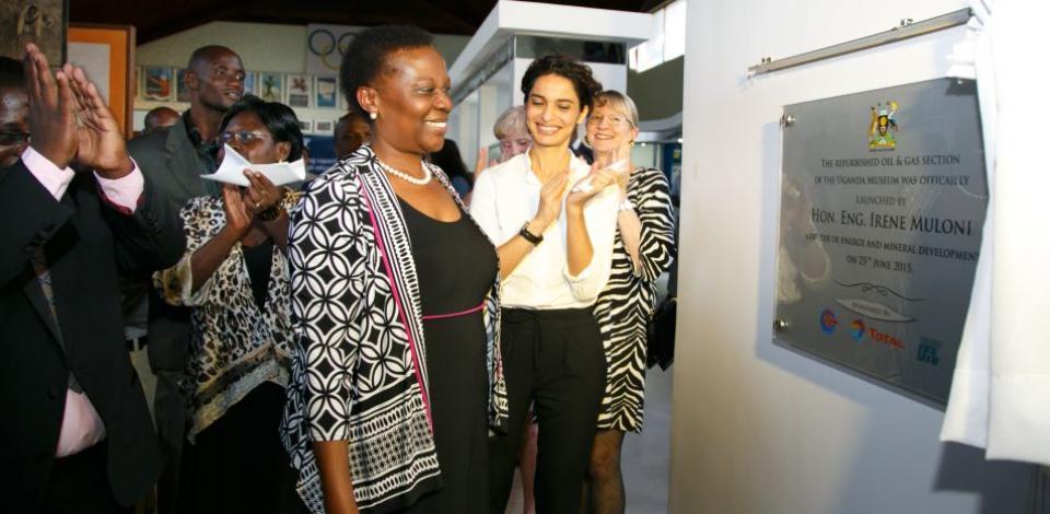 Hon Muloni unveils the project plaque